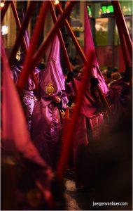 Sevilla - Karfreitag-Prozession vor der Kathedrale Santa María de la Sede 06-04-2012